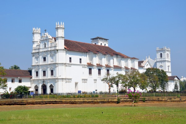 church-of-st-francis-of-assisi-old-goa-exterior